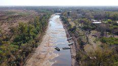 El arroyo La Lechiguana tiene tramos en los que hay que ir a pie y los isleños tienen que cambiar los métodos para trasladarse.