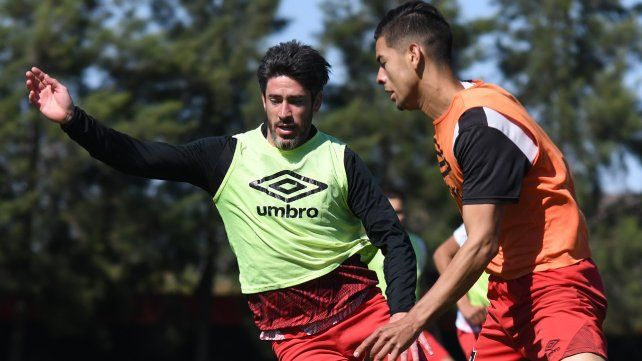Pablo Pérez sumó sus primeros minutos ante River el viernes y el sábado participó de un ensayo de fútbol.