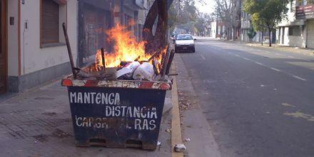 Vandalismo urbano a toda hora y en todos los barrios de Rosario