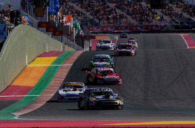 Mazzacane al final de la recta en uno de los tramos de la carrera donde no disputaba la punta.