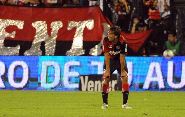 Heinze sintió un pinchazo en un pique con Matos y se lamenta por la lesión. Luego fue reemplazado. (Foto: Gustavo de los Ríos).