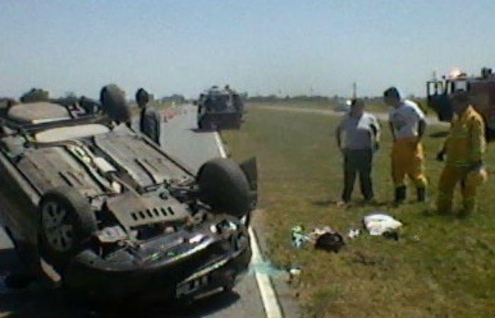 Un niño herido tras espectacular choque y vuelco en autopista Rosario Santa Fe