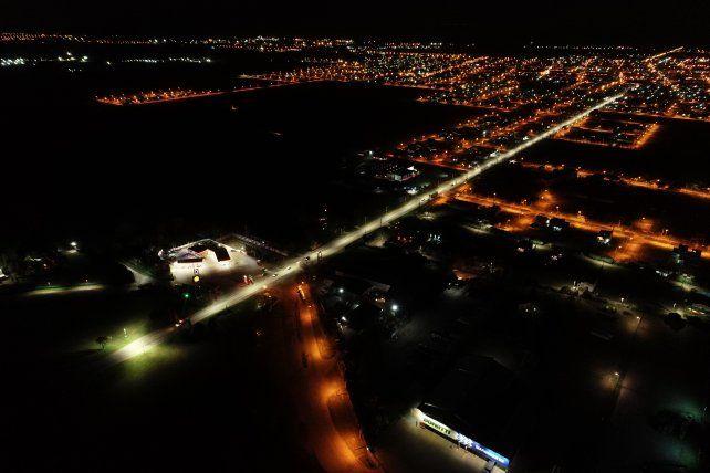 El recambio de luminarias en los accesos a la ciudad otorgará mayor seguridad en todo sentido.