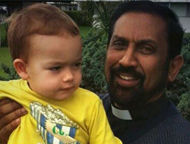 El encuentro con el sacerdote fue divulgado por el propio Coria a través de su cuenta de Twitter.