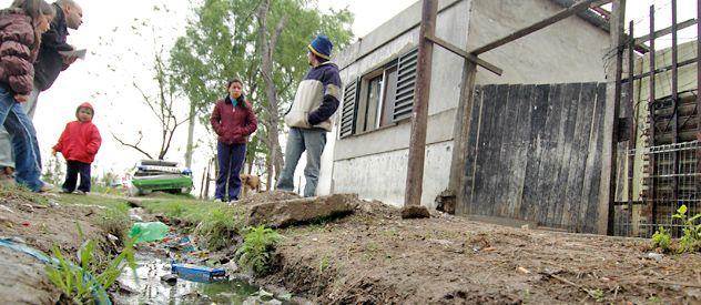 La carencia de cloacas sigue siendo una materia a resolver en vastas zonas de la periferia de la ciudad.