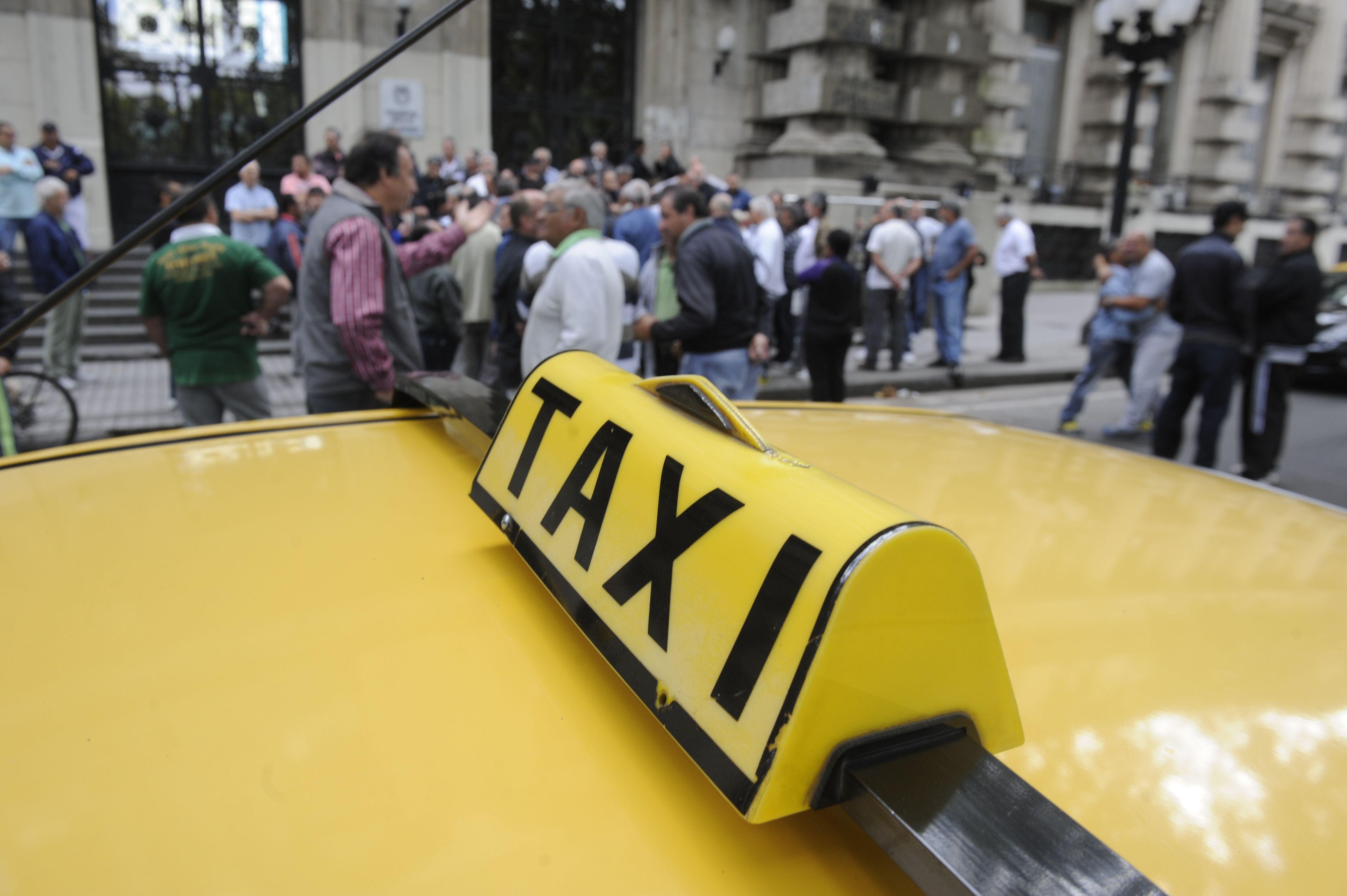 La mayoría de los taxistas se resiste a la instalación de sistemas de pagos electrónicos.