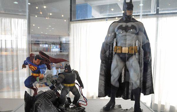 La muestra de los superhéroes se desarrolló con éxito en el Fontanarrosa.
