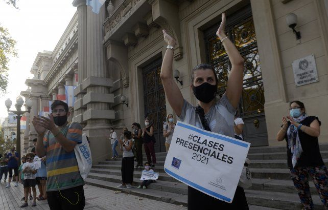 Padres de alumnos hicieron esta semana diversas protestas pidiendo que sus hijos retornen a las aulas.