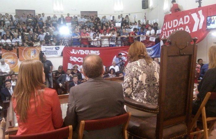 La intendenta habla en el Concejo. (Foto: A. Amaya)