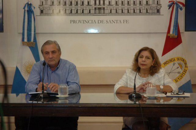 La secretaria de Salud junto al ministro de Gestión Pública