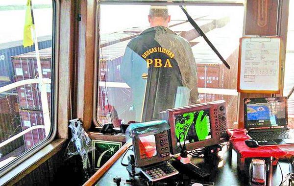 La detención del buque se llevó a cabo en la zona de la Vuelta de Obligado.