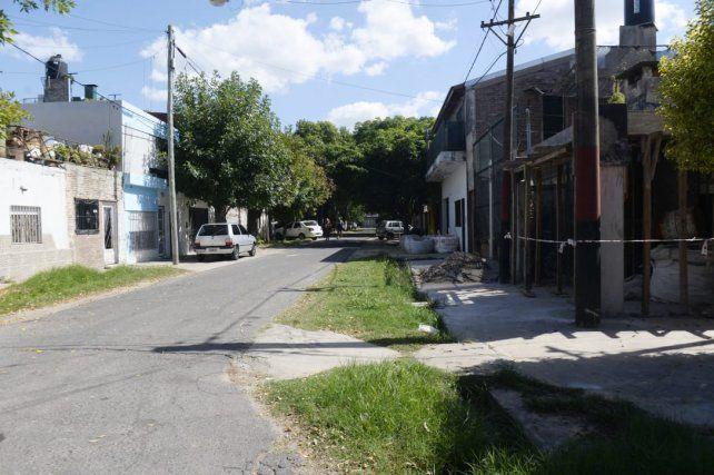 Cortada Palpa. Vecinos indicaron que allí balearon a Joel Obregón la madrugada del domingo.