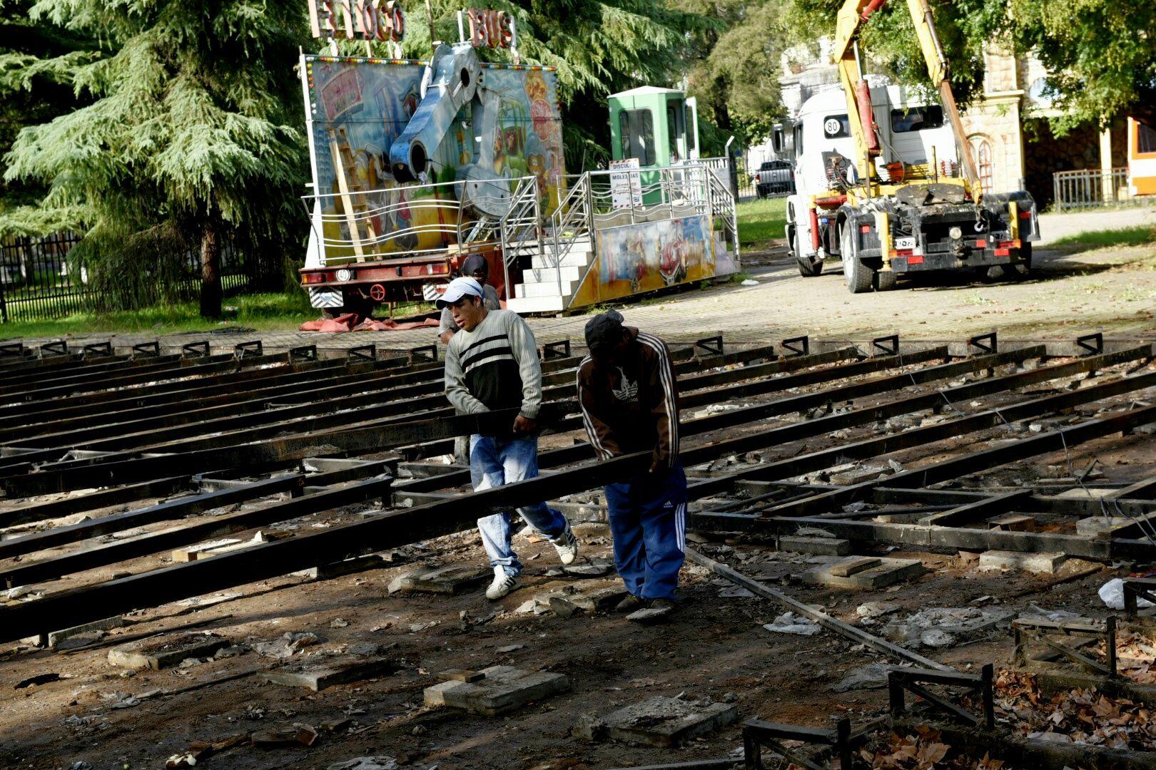 Las tareas de desmantelamiento siguen hoy en el predio de Oroño y 27 de Febrero. (Foto: La Capital/Celina M. Lovera)