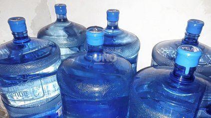 Aumenta la venta de agua envasada en Santa Fe por el cambio de sabor del agua de red