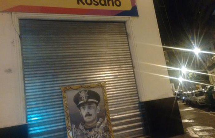 Vecinos se sorprendieron por la aparición del mural del dictador en el local partidario.