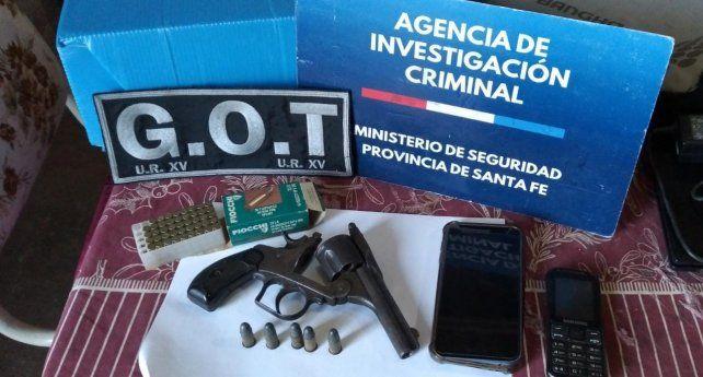 Una de las armas incautadas en los allanamientos realizados por la balacera.