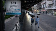 De a pie. De los últimos 120 días hubo 68 de paro de colectivos en Rosario por falta de pago de los salarios a los choferes.