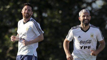 Finalmente Messi y Agüero no compartirán el vestuario de Barcelona.