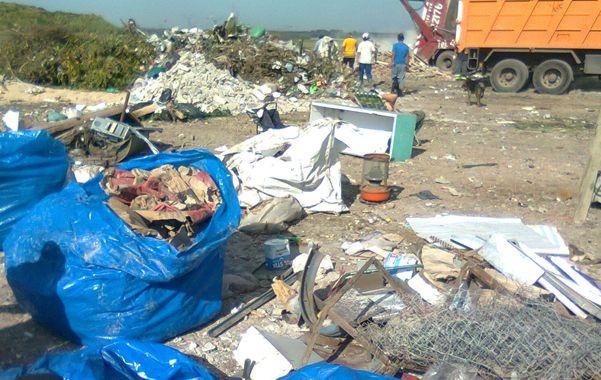 Materiales inertes. Al lugar asisten carreros de los barrios Godoy