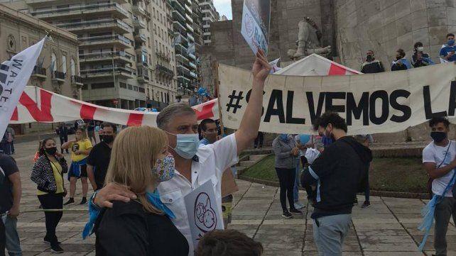Pedretti participó con vecinos de Roldán en la marcha Salvemos las Dos Vidas