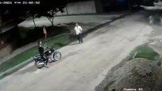 video: asesinan a balazos a un hombre que se tiroteo con motochorros en tucuman