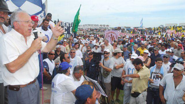 En un acto contra el cierre de la empresa Paraná Metal en la ruta 177 en enero de 2009.