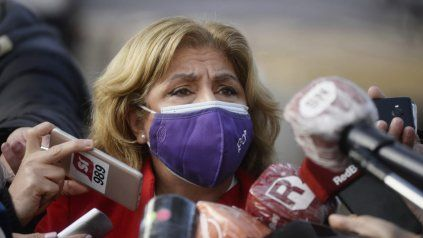 La ministra de Salud Sonia Martorano habló este jueves durante la recorrida al vacunatorio que funciona en la ex Rural.