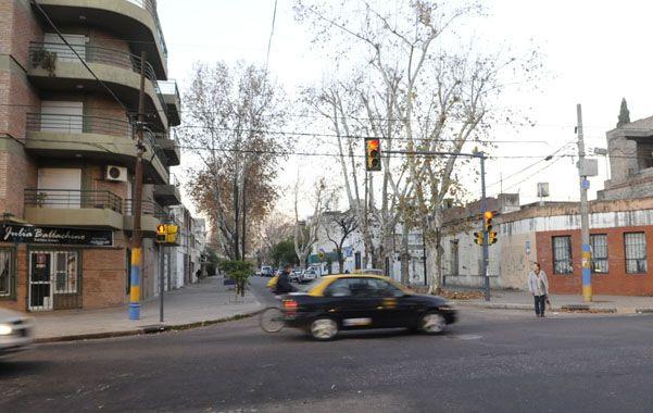 Falucho y Vélez Sarsfield. Antes de que un taxista le disparara a otro hubo una fuerte discusión en la esquina. (foto: Silvina Salinas)
