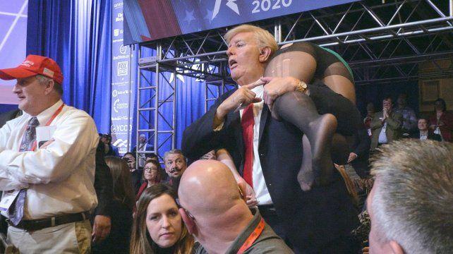 Otro escándalo: Baron Cohen se infiltró en una convención republicana para entregarle su hija al expresidente Mike Pence.