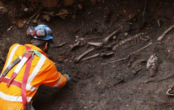 Cementerio. Bajo la city londinense existió un cementerio donde se depositaron cuerpos por centurias.