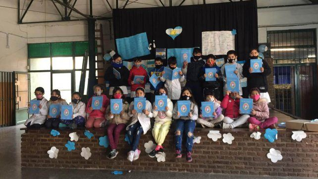 Chicas y chicos de la Escuela Nº 1.289 Río Paraná