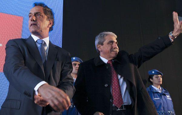 Rumbo a octubre. Scioli realizó ayer su primer acto oficial tras las elecciones y se mostró con Aníbal Fernández.