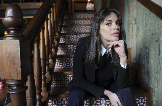 Emilia Attias interpreta a una mujer escocesa que regresa al campo familiar en Argentina.