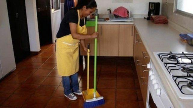 Trabajo doméstico. Cobrarán el aumento en tres cuotas iguales.