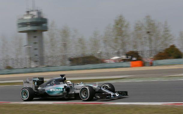 No afloja. Hamilton predominó en los ensayos del viernes y en la clasificación.