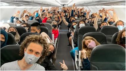 Los alumnos que regresan del viaje de egresados deben aislarse siete días