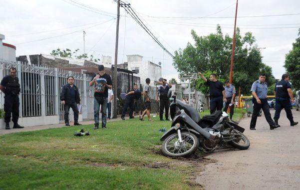 en plena tarde. El tiroteo fue ayer a las 18 en Pasteur y Belgrano ante una veintena de vecinos. No hubo heridos. (V.Benedetto)