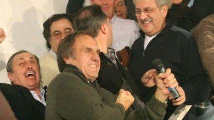 Reutemann gana las elecciones para senador en 2009. A su derecha arriba Juan Carlos Mercier, a su izquierda, Obeid.