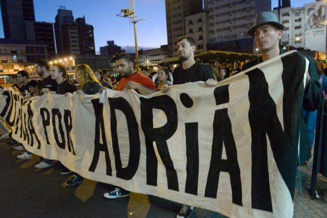 Una de las manifestaciones de amigos y familiares de Adrián Rodríguez
