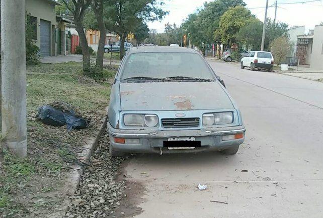 Soló en tres barrios de Venado Tuerto, detectaron 300 autos abandonados en la vía pública.