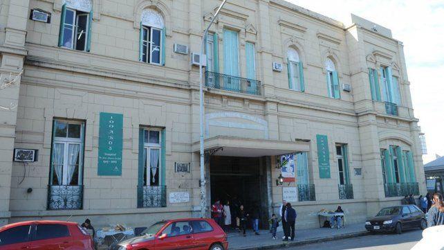 El joven baleado permanece internado en el Hospital José María Cullen.