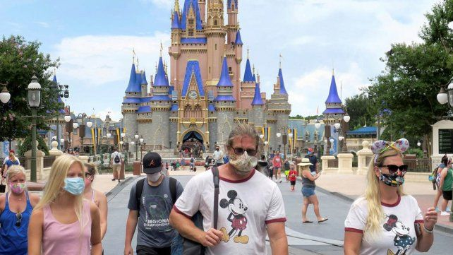 Disney reabrió con menos visitantes pero hasta Cenicienta usa barbijo