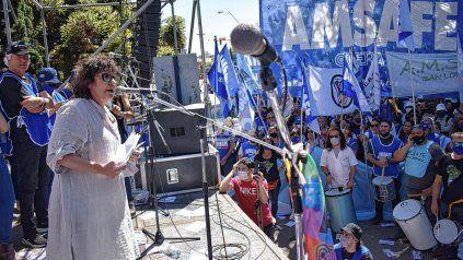 Marcha de docentes frente al Ministerio de Educación. Solicitan al gobierno que llame a paritarias