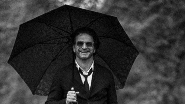 Ricardo Arjona anunció en las redes sociales la salida de su nuevo disco Negro