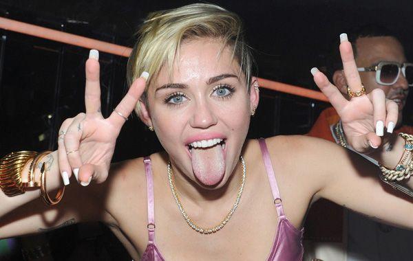 Miley Cyrus aparece desnuda en fotos que publicó en Instagram