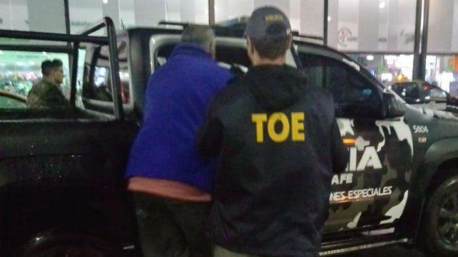 Bancora al momento de ser detenido anoche en la Terminal de Omnibus