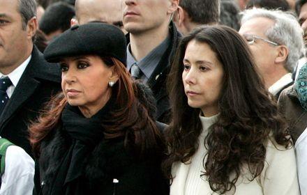 Cristina reclamó en París la liberación de Betancourt y el cese de operaciones