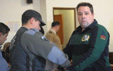 esposado. Mario Roberto Segovia cumple una condena de 9 años.