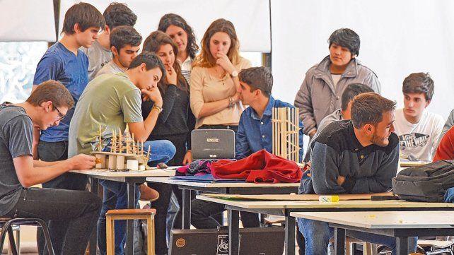 Desde la conducción de la universidad consideran prioritario brindar herramientas que permitan la continuidad de los estudiantes en las aulas.