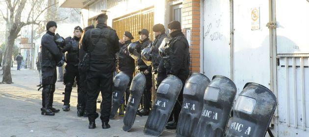 La policía en Lamadrid 98 bis